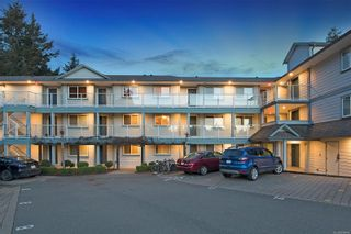 Photo 1: 104 840 Shamrock Pl in Comox: CV Comox (Town of) Condo for sale (Comox Valley)  : MLS®# 869844