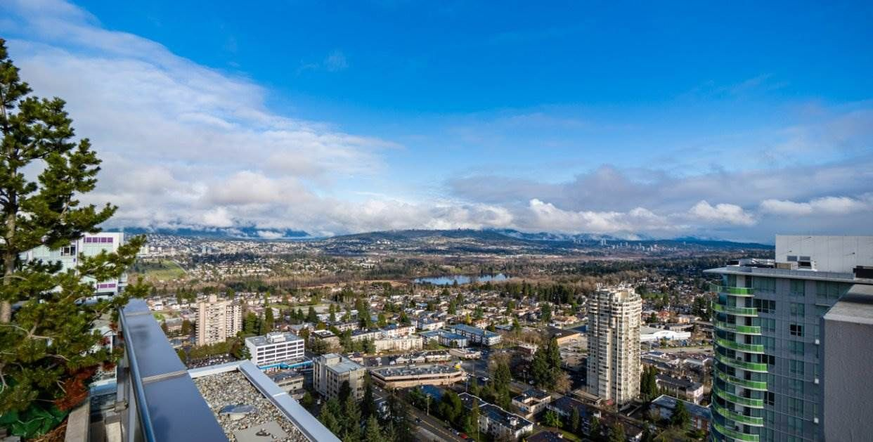 """Main Photo: 2301 4900 LENNOX Lane in Burnaby: Metrotown Condo for sale in """"THE PARK"""" (Burnaby South)  : MLS®# R2432406"""