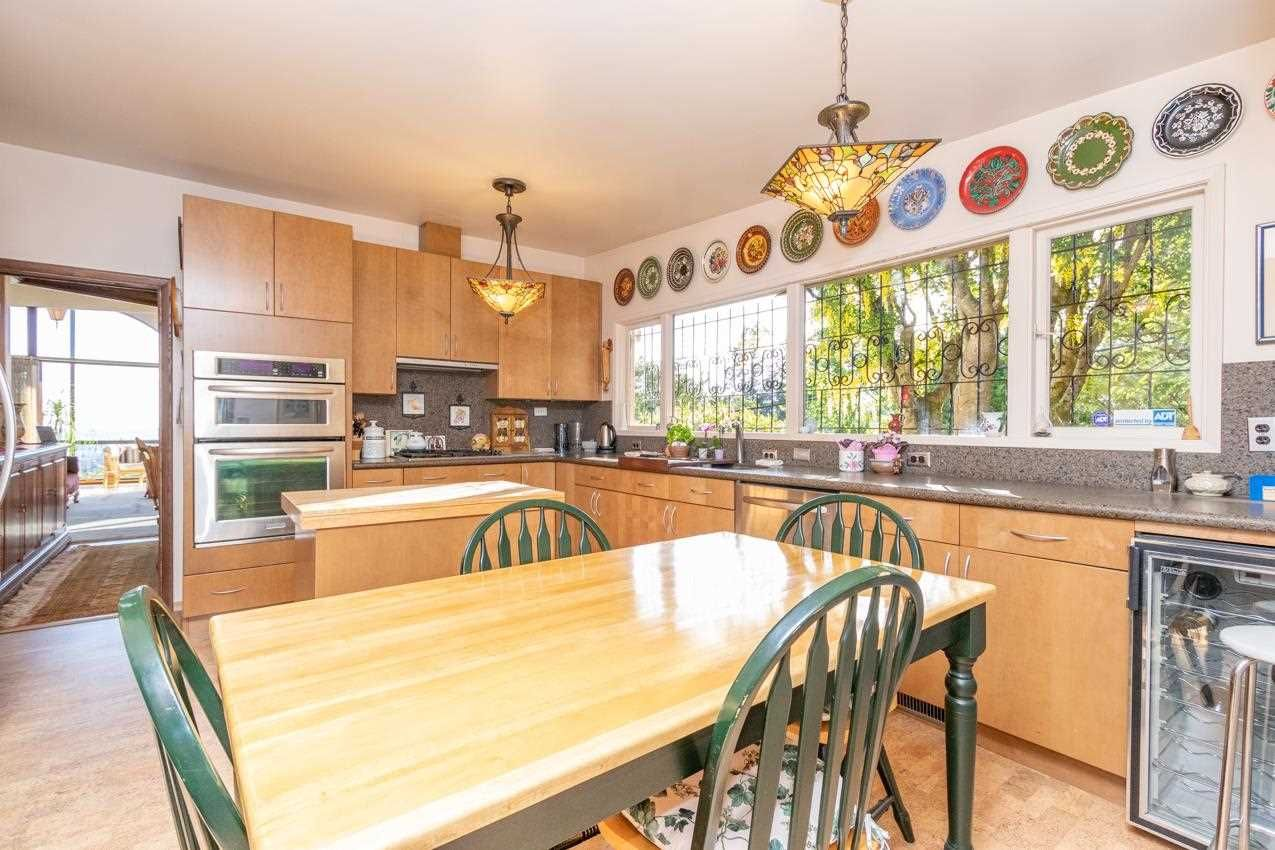 Photo 15: Photos: 385 MONTERAY Avenue in North Vancouver: Upper Delbrook House for sale : MLS®# R2582994