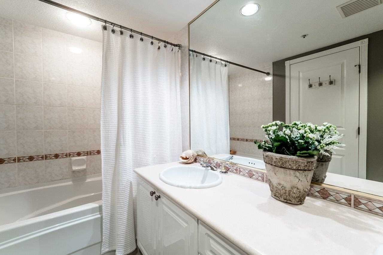 """Photo 16: Photos: 107 1140 STRATHAVEN Drive in North Vancouver: Northlands Condo for sale in """"Strathaven"""" : MLS®# R2131232"""