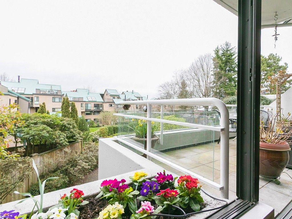 "Main Photo: 301 673 MARKET Hill in Vancouver: False Creek Condo for sale in ""Market Hill Terrace"" (Vancouver West)  : MLS®# R2040089"