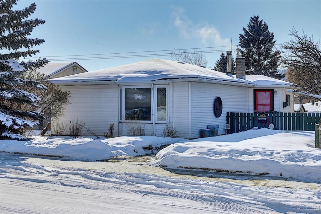 Main Photo: 4635 22 Avenue NW in Calgary: Montgomery Detached for sale : MLS®# A1068719