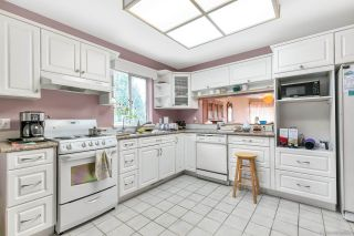 """Photo 3: 16195 10 Avenue in Surrey: King George Corridor House for sale in """"South Meridian"""" (South Surrey White Rock)  : MLS®# R2420726"""