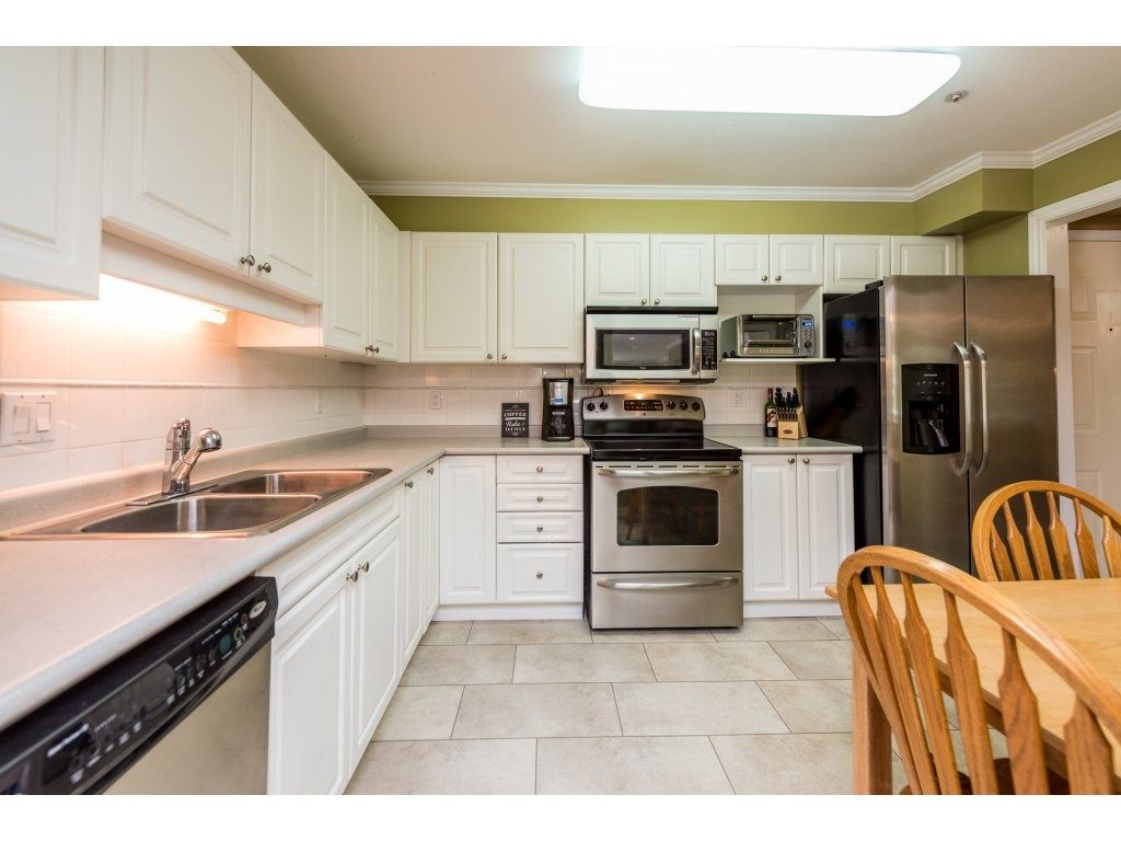 """Photo 7: Photos: 201 9626 148TH Street in Surrey: Guildford Condo for sale in """"Hartfood Woods"""" (North Surrey)  : MLS®# R2329881"""