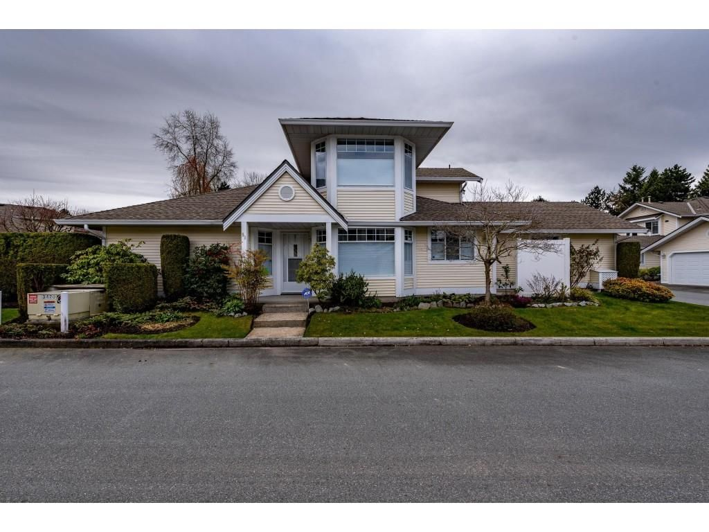 """Main Photo: 51 8737 212 Street in Langley: Walnut Grove Townhouse for sale in """"Chartwell Green"""" : MLS®# R2448561"""