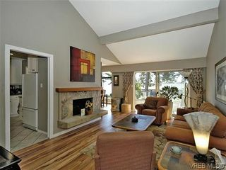 Photo 8: 2 2654 Lancelot Pl in SAANICHTON: CS Turgoose Row/Townhouse for sale (Central Saanich)  : MLS®# 615581