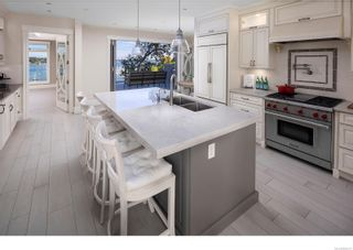 Photo 11: 3555 Beach Dr in Oak Bay: OB Uplands House for sale : MLS®# 886317