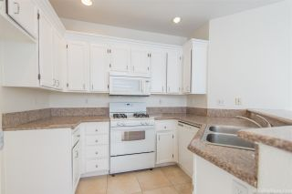 Photo 5: CHULA VISTA House for sale : 3 bedrooms : 940 Caminito Estrella