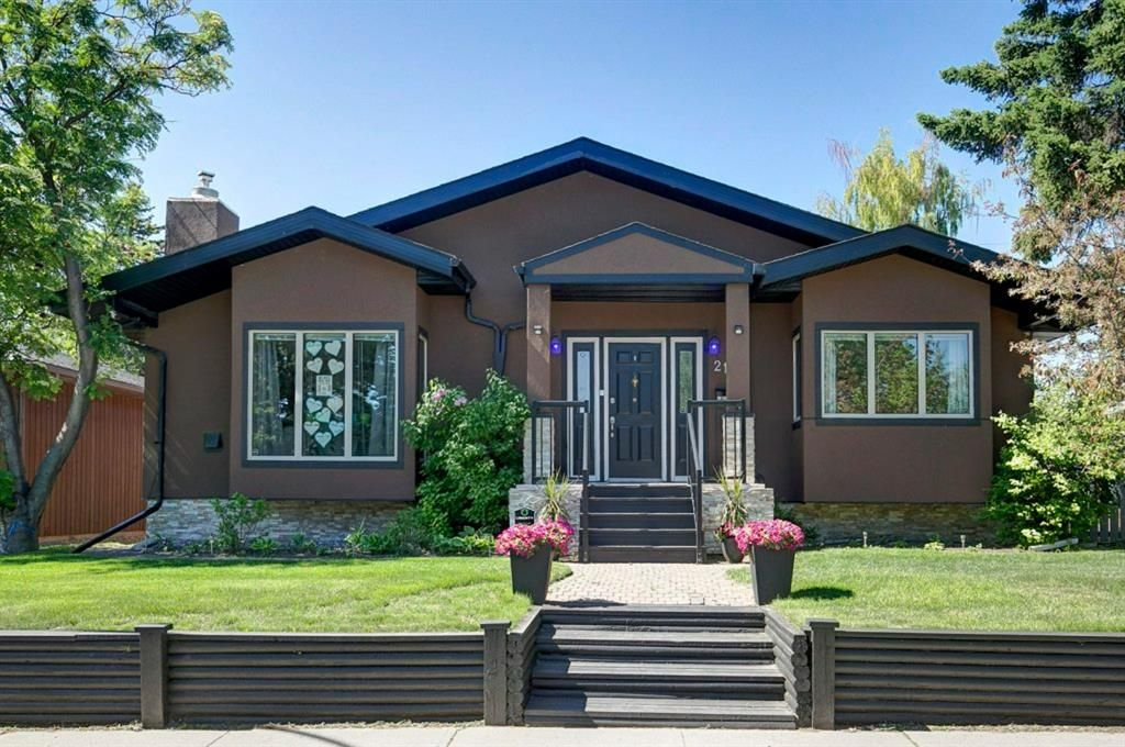 Main Photo: 21 Malibou Road SW in Calgary: Meadowlark Park Detached for sale : MLS®# A1121148
