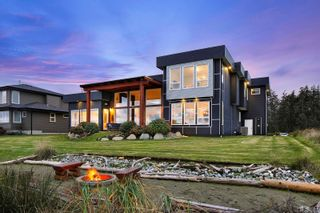 Photo 1: 4 1310 Wilkinson Rd in : CV Comox Peninsula House for sale (Comox Valley)  : MLS®# 860262
