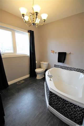 Photo 13: 187 Second Avenue South in Yorkton: Residential for sale : MLS®# SK860760