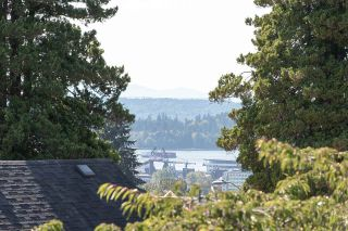 """Photo 14: 2 1511 MAHON Avenue in North Vancouver: Central Lonsdale Townhouse for sale in """"Heritage Court"""" : MLS®# R2206665"""