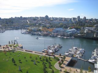 """Photo 2: 638 BEACH Crescent in Vancouver: False Creek North Condo for sale in """"ICON"""" (Vancouver West)  : MLS®# V618693"""