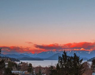Photo 2: 384 STEWART Road in Gibsons: Gibsons & Area House for sale (Sunshine Coast)  : MLS®# R2594561