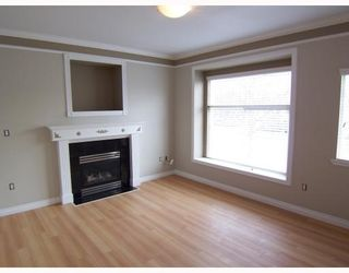 Photo 4: 2245 DUNDAS Street in Vancouver: Hastings 1/2 Duplex for sale (Vancouver East)  : MLS®# V787083