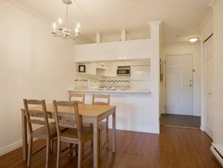 """Photo 7: 307 3638 W BROADWAY Street in Vancouver: Kitsilano Condo for sale in """"CORAL COURT"""" (Vancouver West)  : MLS®# R2354211"""
