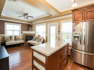 Photo 4: 4220 GLEN Drive in Vancouver: Knight 1/2 Duplex for sale (Vancouver East)  : MLS®# V991950