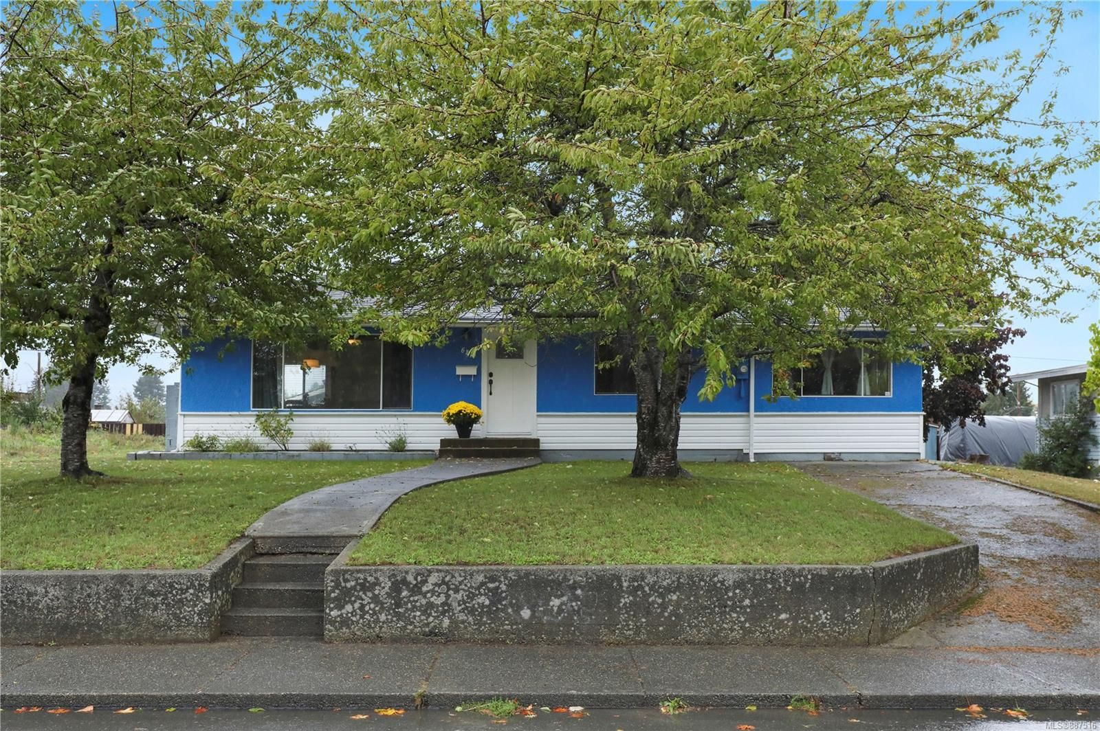 Main Photo: 625 17th St in : CV Courtenay City House for sale (Comox Valley)  : MLS®# 887516