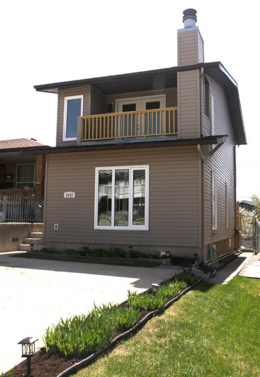 Main Photo: 2537 9 Avenue SE in Calgary: Albert Park/Radisson Heights Detached for sale : MLS®# A1108425