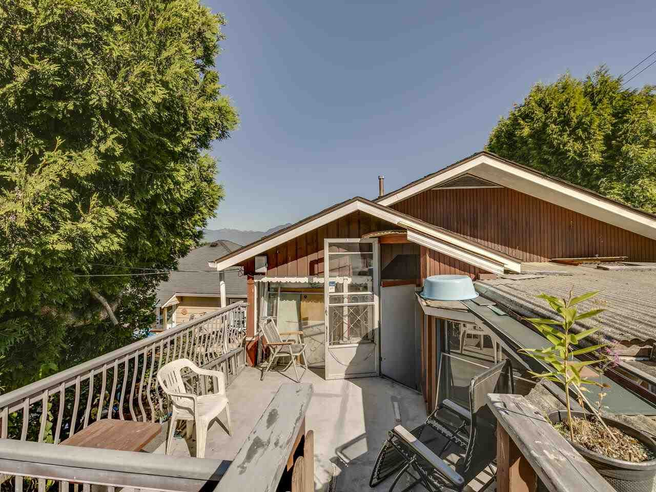 """Photo 34: Photos: 2796 E 4TH Avenue in Vancouver: Renfrew VE House for sale in """"Renfrew Heights"""" (Vancouver East)  : MLS®# R2496647"""