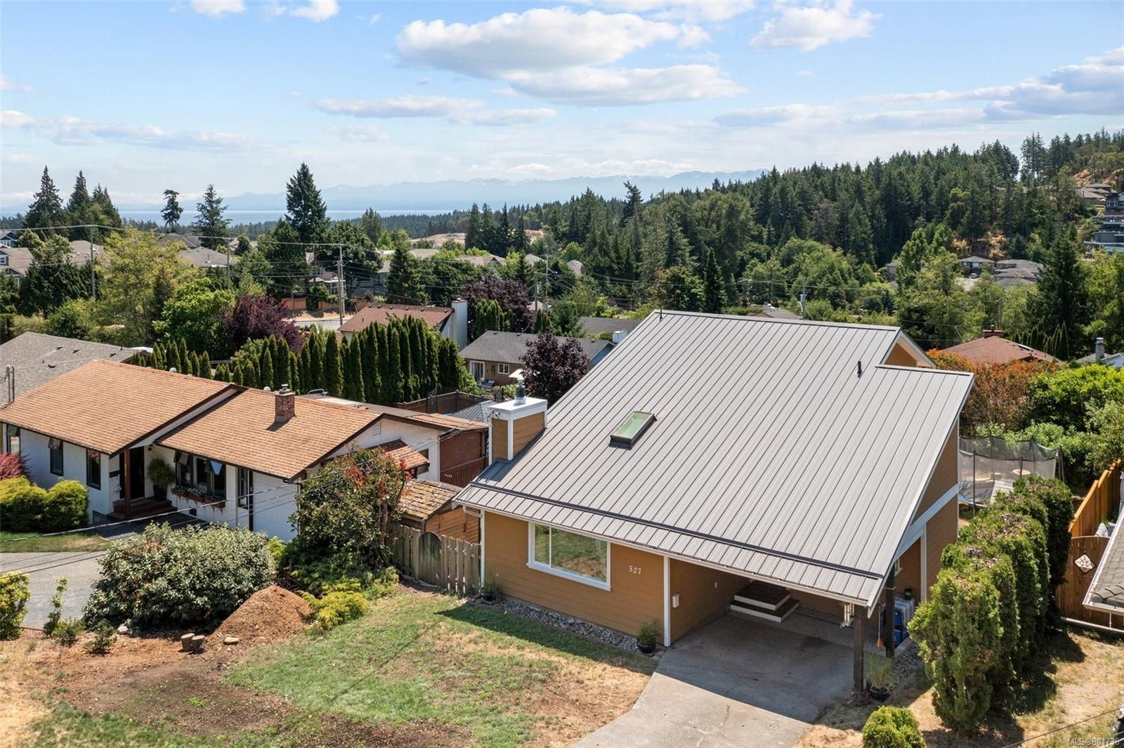 Main Photo: 527 Bunker Rd in : Co Latoria House for sale (Colwood)  : MLS®# 881736