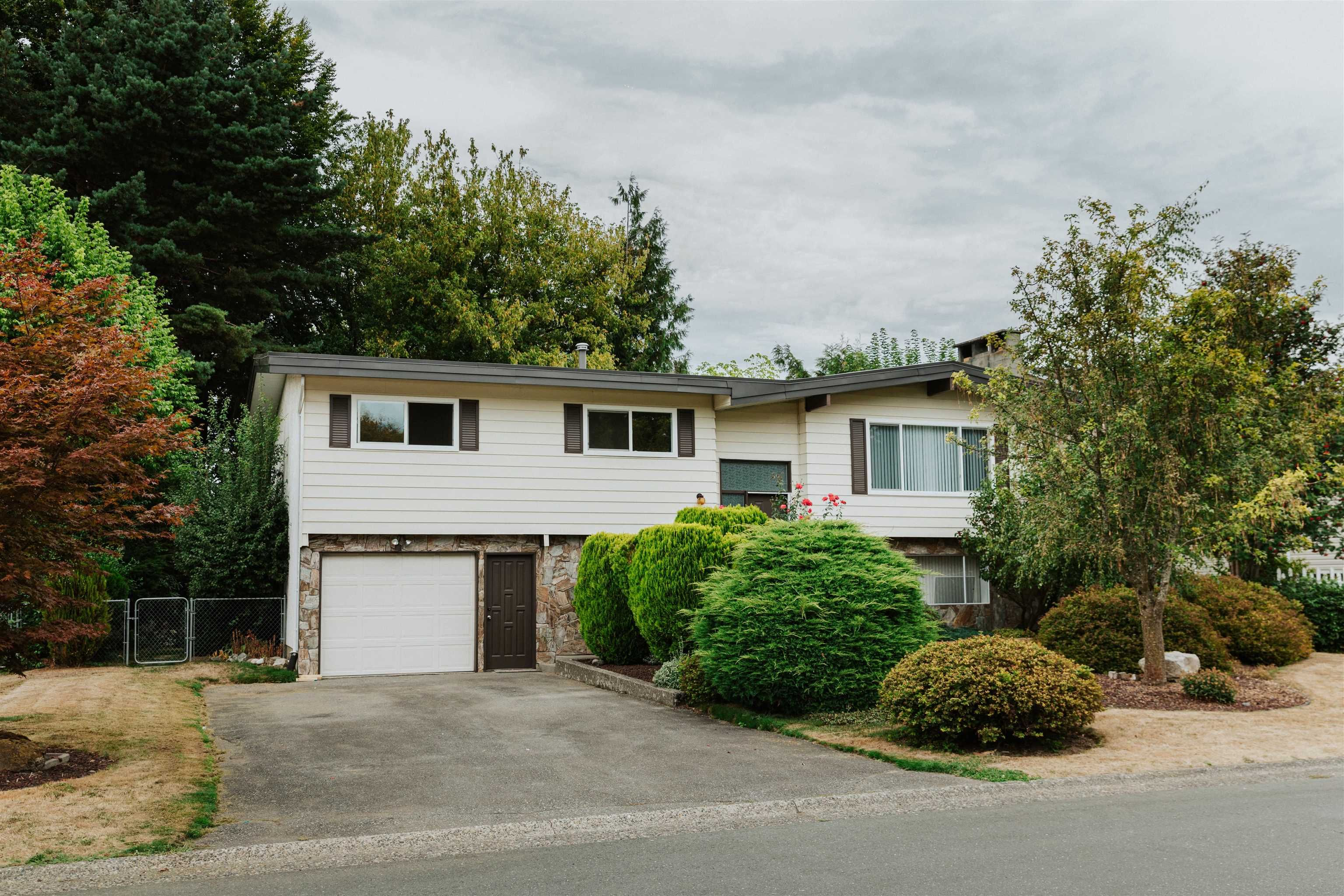 Main Photo: 45197 MOUNTVIEW Way in Chilliwack: Sardis West Vedder Rd House for sale (Sardis)  : MLS®# R2615725