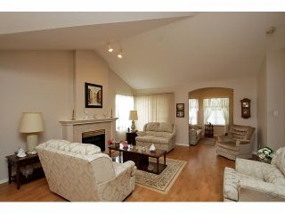 """Photo 4: 115 19649 53RD Avenue in Langley: Langley City Townhouse for sale in """"Huntsfield Green"""" : MLS®# F1406703"""