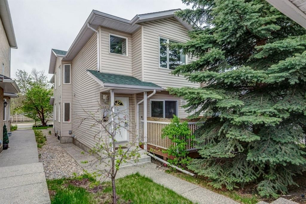 Main Photo: 2 2414 Kensington Road NW in Calgary: West Hillhurst Row/Townhouse for sale : MLS®# A1142480