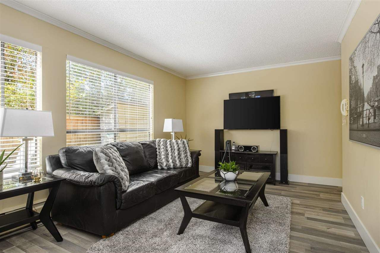 """Main Photo: 101 206 E 15TH Street in North Vancouver: Central Lonsdale Condo for sale in """"Lions Gate Manor"""" : MLS®# R2569602"""