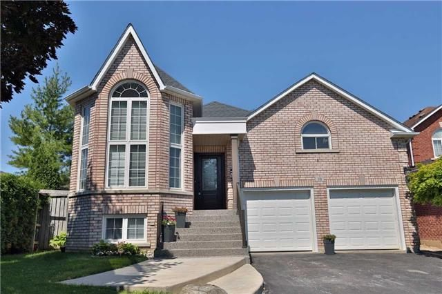Main Photo: 10 Hamilton Crest in Halton Hills: Georgetown House (Bungalow-Raised) for sale : MLS®# W3562188