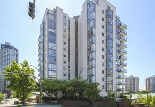 Photo 1: 403 98 TENTH STREET in New Westminster: Downtown NW Condo for sale : MLS®# R2501673