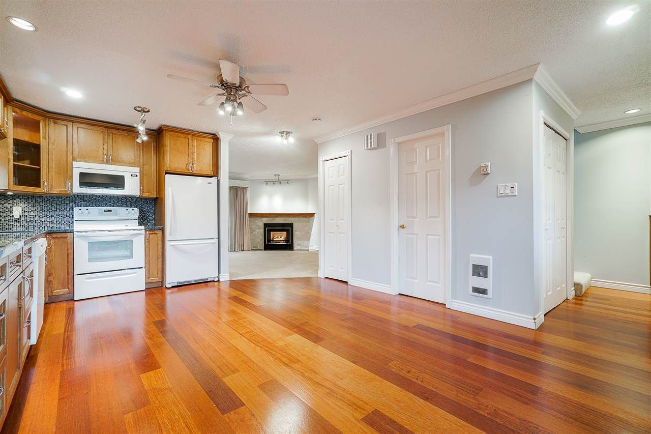 Photo 6: Photos: 4251 BRIDGEWATER Crescent in Burnaby: Cariboo Townhouse for sale (Burnaby North)  : MLS®# R2525864