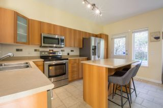 """Photo 5: 113 2000 PANORAMA Drive in Port Moody: Heritage Woods PM Townhouse for sale in """"MOUNTAINS EDGE"""" : MLS®# R2261425"""