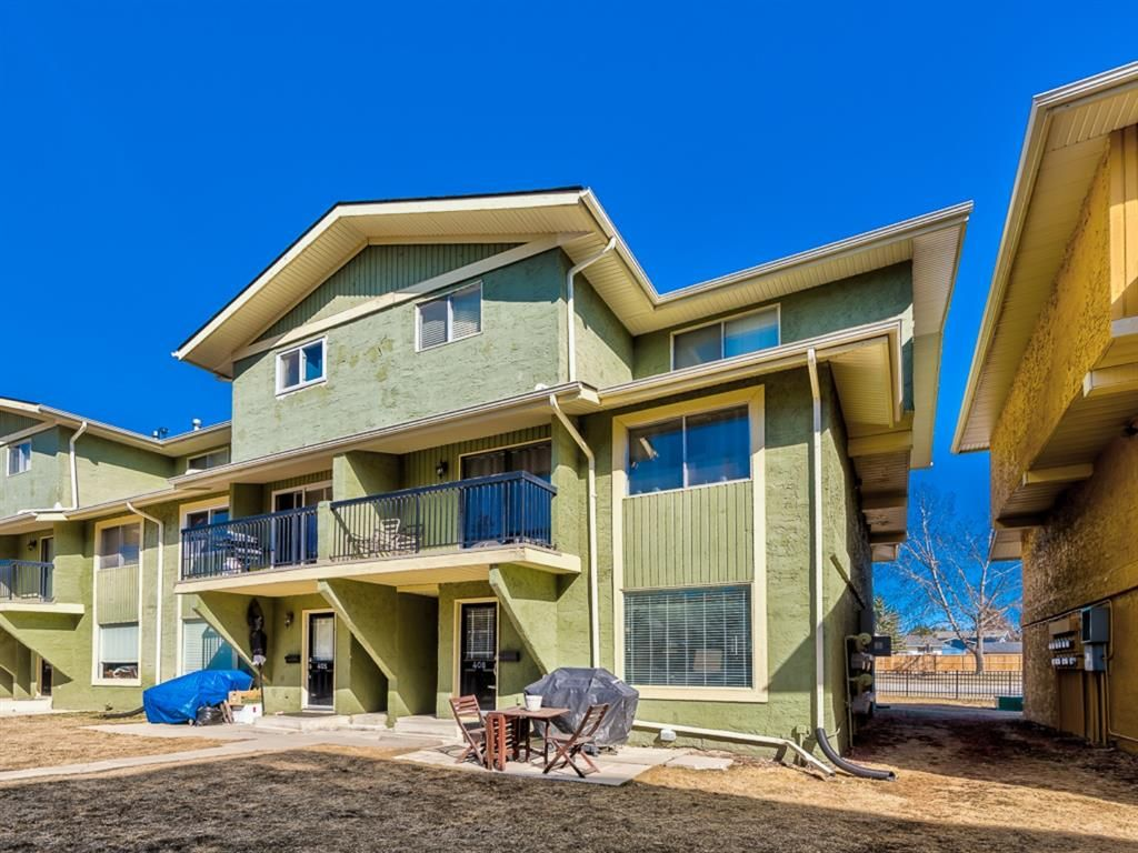 Main Photo: 408 2200 Woodview Drive SW in Calgary: Woodlands Row/Townhouse for sale : MLS®# A1087081