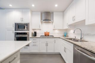 """Photo 7: 1 2437 W 1ST Avenue in Vancouver: Kitsilano Townhouse for sale in """"FIRST AVENUE MEWS"""" (Vancouver West)  : MLS®# R2603128"""