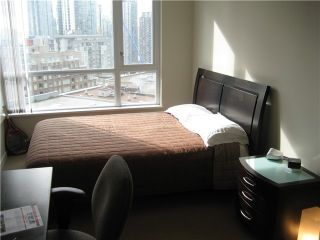 "Photo 7: 709 1212 HOWE Street in Vancouver: Downtown VW Condo for sale in ""1212 HOWE"" (Vancouver West)  : MLS®# V931827"