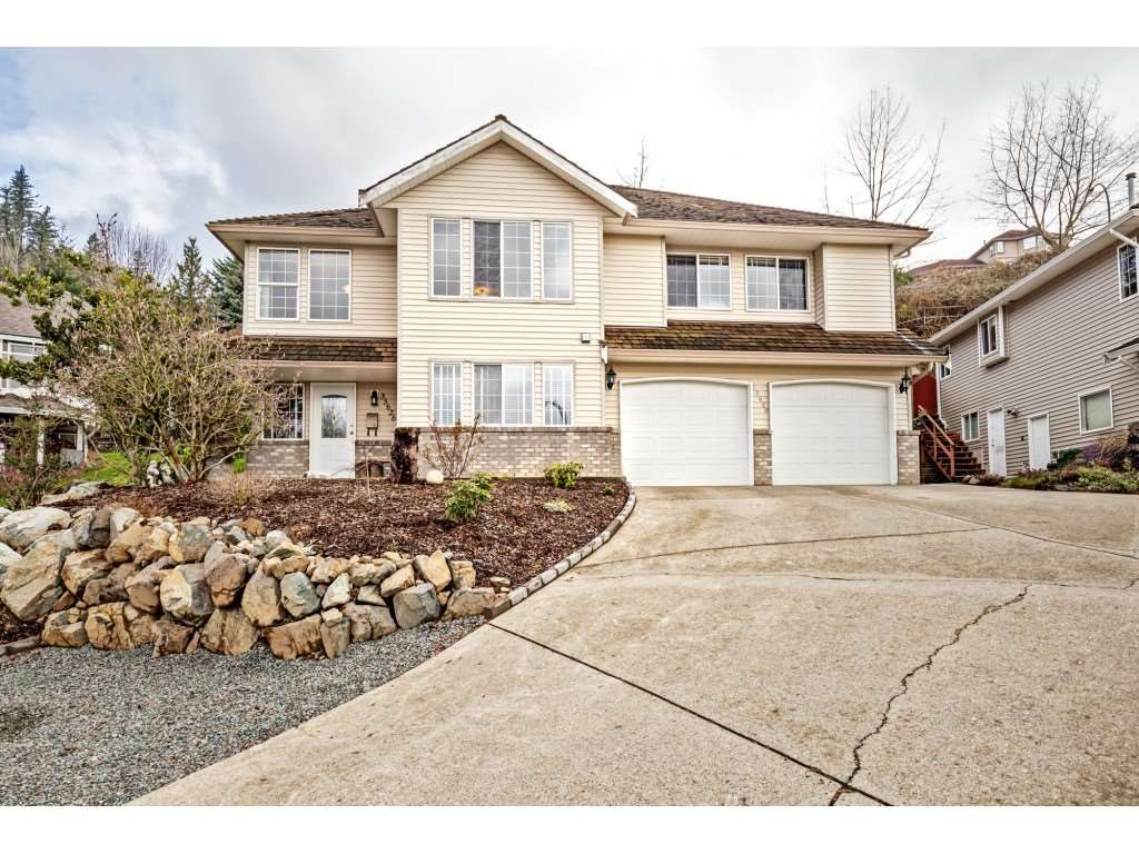 Main Photo: 35626 DINA Place in Abbotsford: Abbotsford East House for sale : MLS®# R2557084