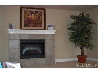 Photo 3: 8 2210 Quadra St in VICTORIA: Vi Central Park Row/Townhouse for sale (Victoria)  : MLS®# 313533