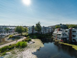 """Photo 26: 1594 ISLAND PARK Walk in Vancouver: False Creek Townhouse for sale in """"THE LAGOONS"""" (Vancouver West)  : MLS®# R2297532"""