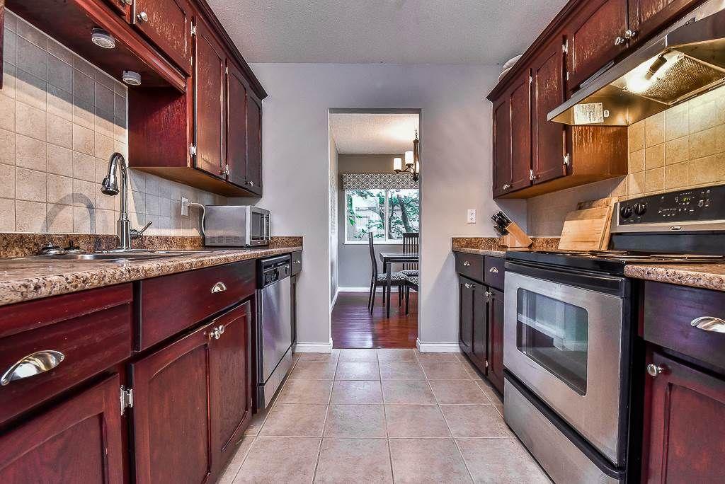 "Photo 9: Photos: 110 1354 WINTER Street: White Rock Condo for sale in ""Winter Estates"" (South Surrey White Rock)  : MLS®# R2171456"