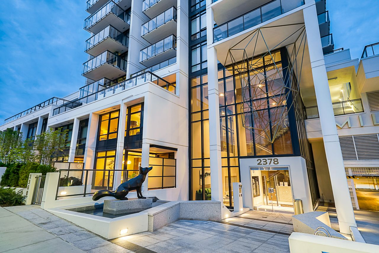 """Main Photo: 2368 ALPHA Avenue in Burnaby: Brentwood Park Townhouse for sale in """"Milano- Brentwood Park"""" (Burnaby North)  : MLS®# R2378825"""