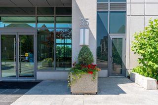 Photo 3: 409 35 Brian Peck Crescent in Toronto: Thorncliffe Park Condo for sale (Toronto C11)  : MLS®# C4839136