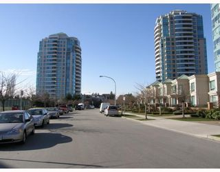 "Photo 6: 103 6659 SOUTHOAKS Crescent in Burnaby: Middlegate BS Condo for sale in ""GEMINI II"" (Burnaby South)  : MLS®# V690763"