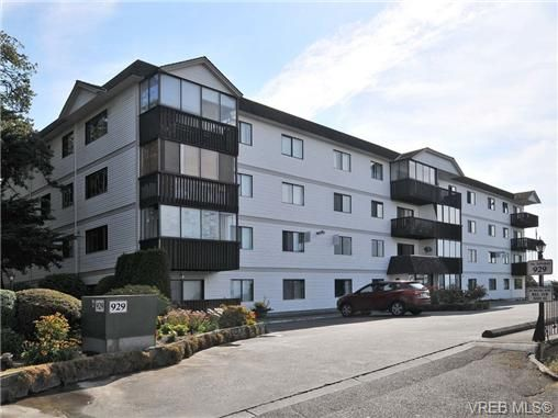 Main Photo: 206 929 Esquimalt Rd in VICTORIA: Es Old Esquimalt Condo for sale (Esquimalt)  : MLS®# 677584
