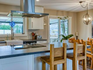 Photo 19: 2582 WINDERMERE Avenue in CUMBERLAND: CV Cumberland House for sale (Comox Valley)  : MLS®# 833211