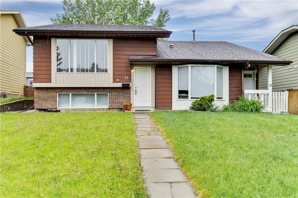Main Photo: 11 Berkley Court NW in Calgary: Beddington Heights Semi Detached for sale : MLS®# C4253219