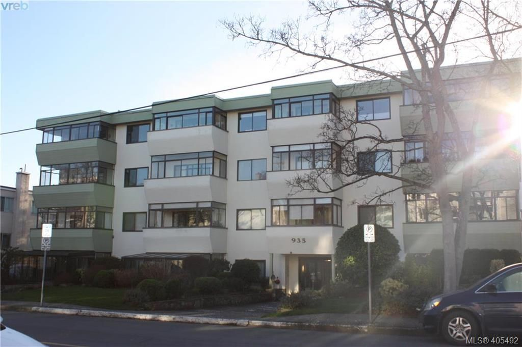 Main Photo: 203 935 Fairfield Rd in VICTORIA: Vi Fairfield West Condo for sale (Victoria)  : MLS®# 805706