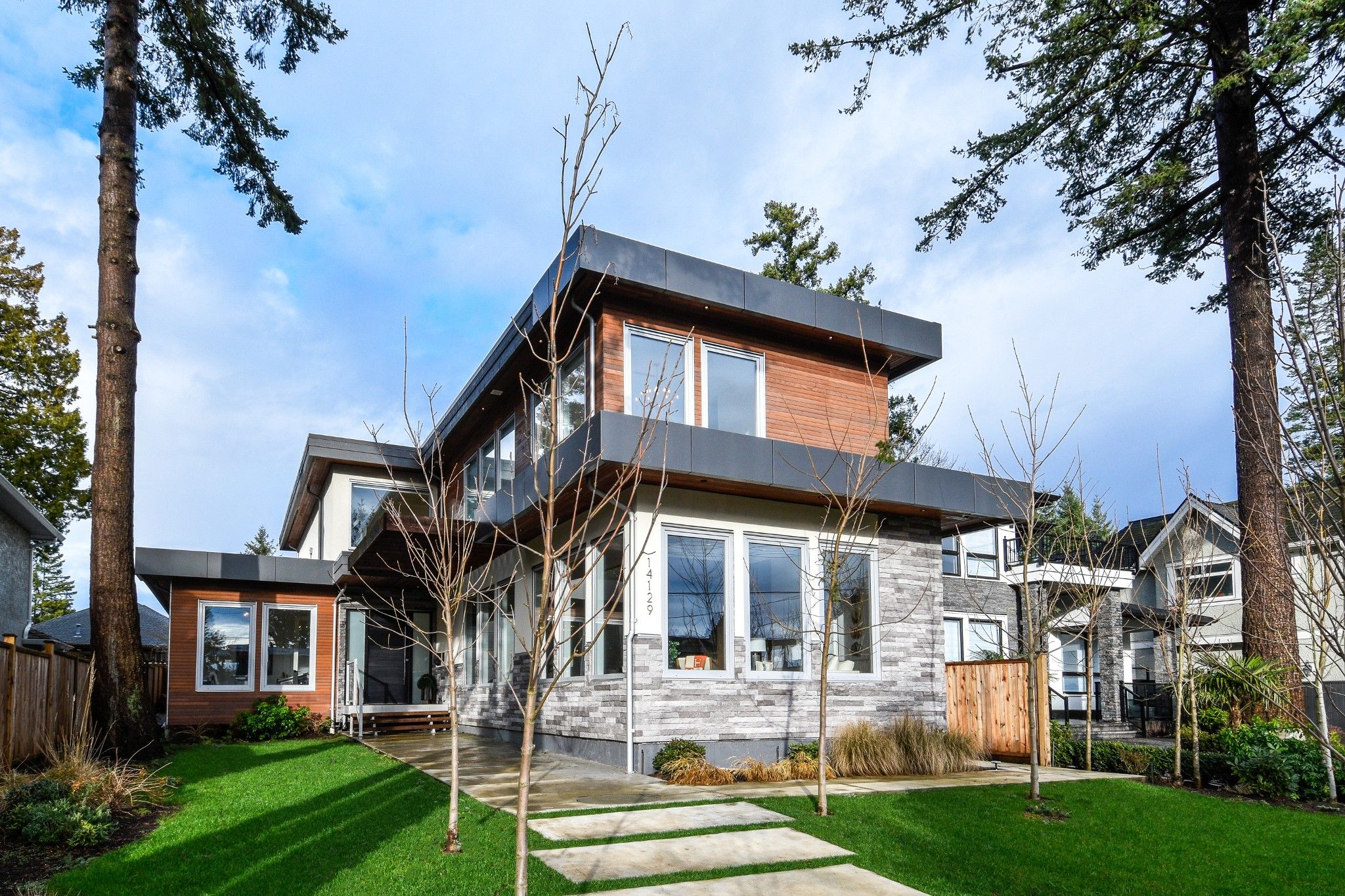Main Photo:  in White Rock: House for sale (South Surrey White Rock)  : MLS®# R2432038