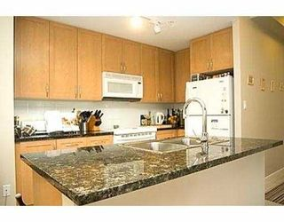 """Photo 3: 907 6833 STATION HILL DR in Burnaby: South Slope Condo for sale in """"VILLA JARDIN"""" (Burnaby South)  : MLS®# V574947"""