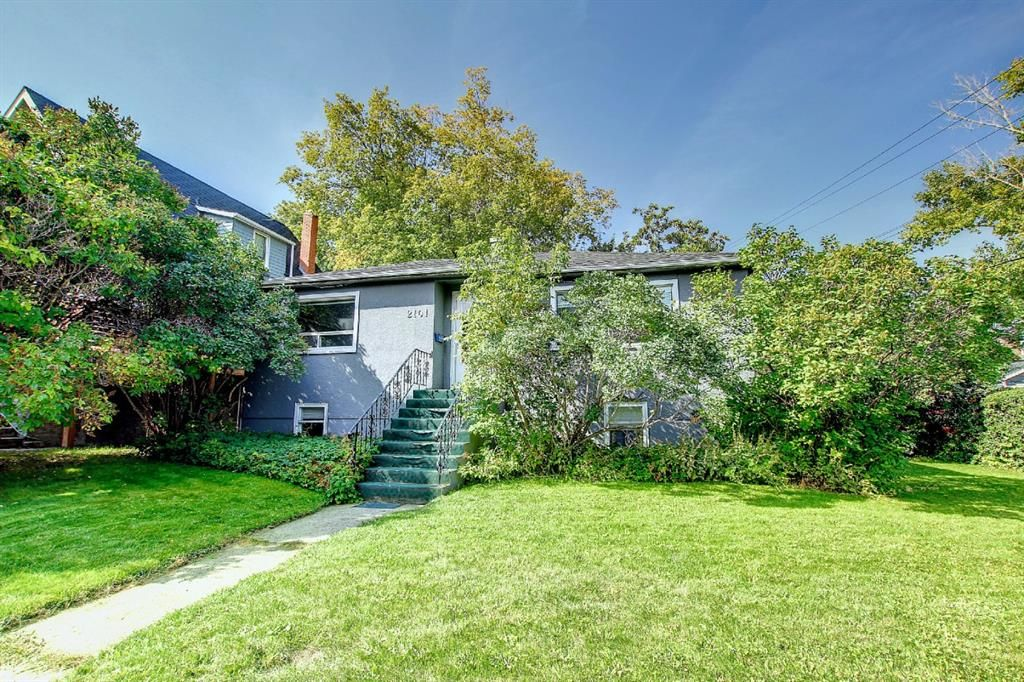 Main Photo: 2101 17A Street SW in Calgary: Bankview Detached for sale : MLS®# A1145844